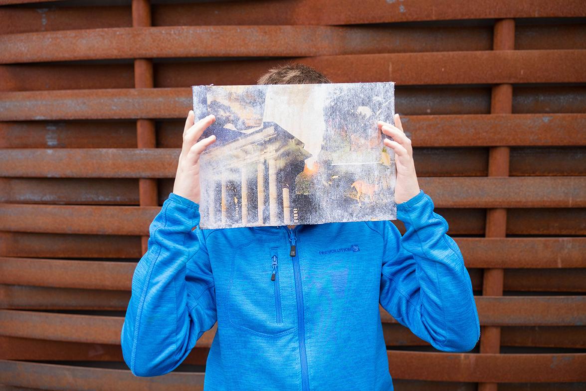 Oskar (12), Fototransfer auf Holz