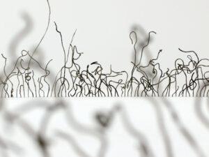 Franziska Baumgartner, «Zirkeln», 2019, eingefärbte Glasnudeln aus Wand, 200 x 200 cm, Ausstellungsansicht: Cantonale Berne Jura, Musée jurassien des Arts, Moutier © Foto: Franziska Baumgartner