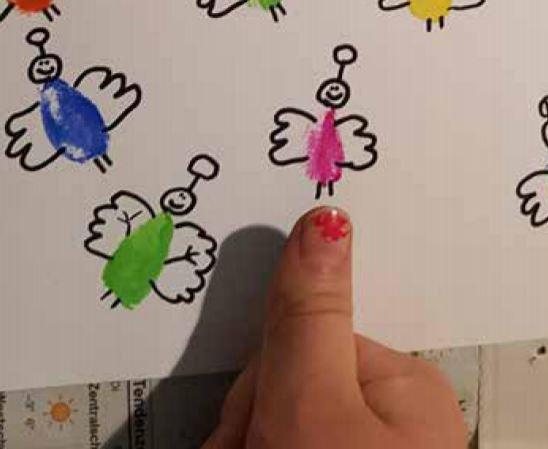 Engel mit Finger drucken