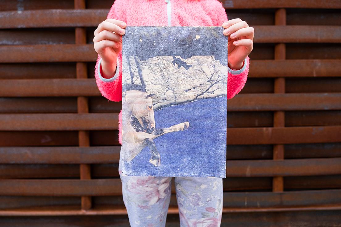 Theodora (9), Fototransfer auf Holz